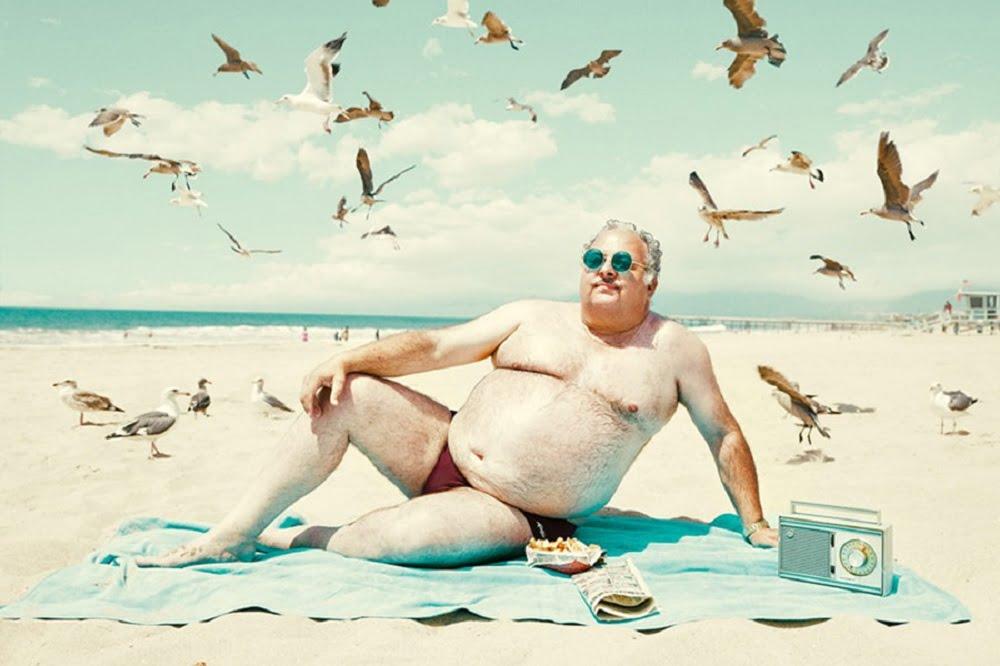 Ученые заметили, что продолжительность жизни мужчин намного меньше чем у женщин. Современное мужское население проживает жизнь на 8 – 9 лет меньше! Причина этому кроется вовсе не в физиологических отличиях. В процессе быстрого старения организма, мужчины виноваты сами, потому что стремятся соответствовать роли «настоящего первобытного мужчины».Они живут меньше из-за особенностей характера и дикой страсти к еде.