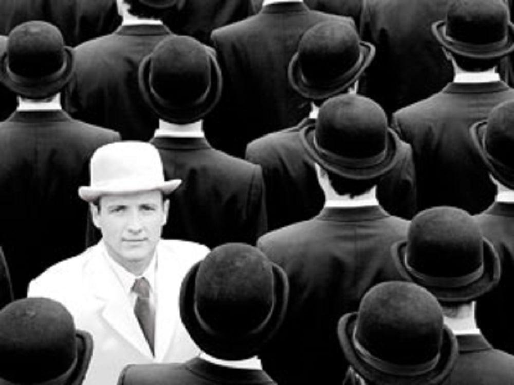 Абрахам Маслоу считал, что в мире существуют люди, которые не боятся жить полной жизнью. Таких людей он называл самоактуализирующимися личностями. Разговор пойдет не о банальном везении, а об использовании своего потенциала.