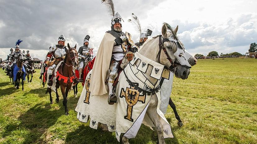 В далекие времена существовал закон, который носил название «кодекс рыцарской чести». В этом кодексе были прописаны рыцарские обязанности и права.