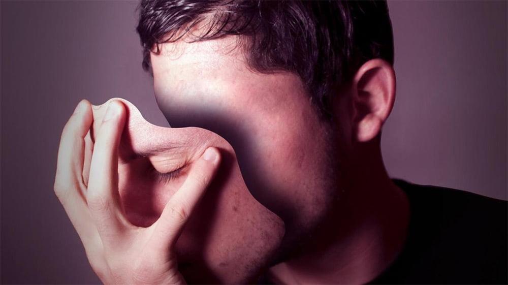 Люди обманывают, говорят неправду, врут. Все и без исключения, но вот мотивы у всех разные. Кто-то обманывает, что бы не причинить правдой боль и считает это благим поступком.