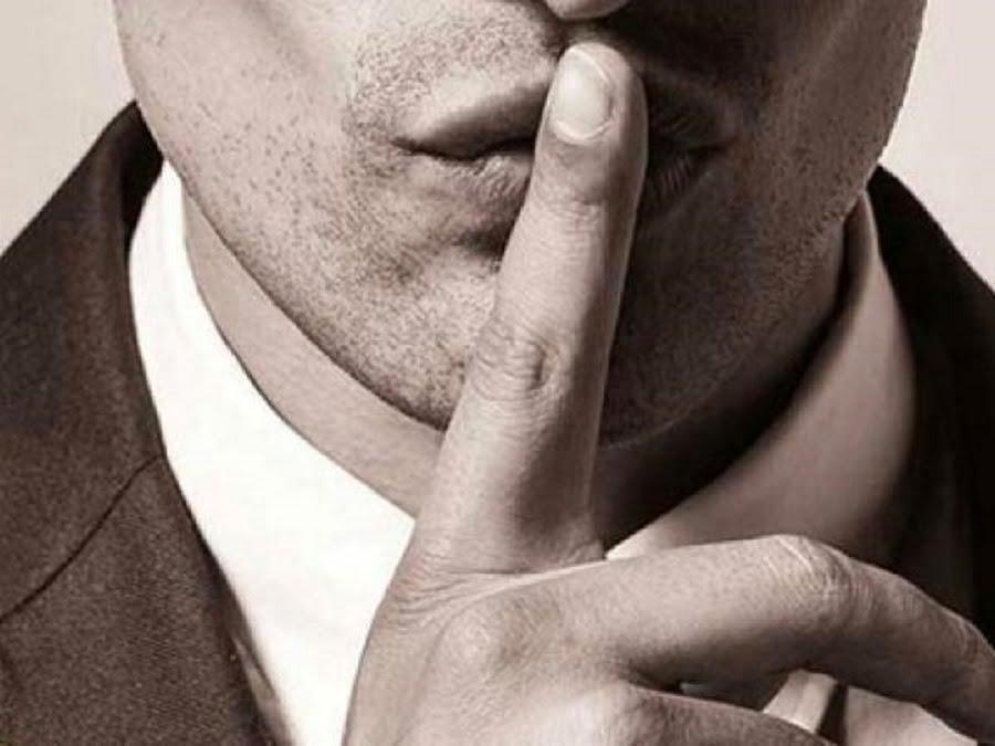 По какой-то нелепой случайности, общественность уверенна, что женщины не способны хранить не только чужие, но и свои тайны. Именно по этой причине, женщины часто портят отношения и обвиняются в сплетничестве. Но, с другой стороны, многие мужчины тоже не умеют хранить тайны и обожают сплетничать, но в болтливости их никто не обвиняет.