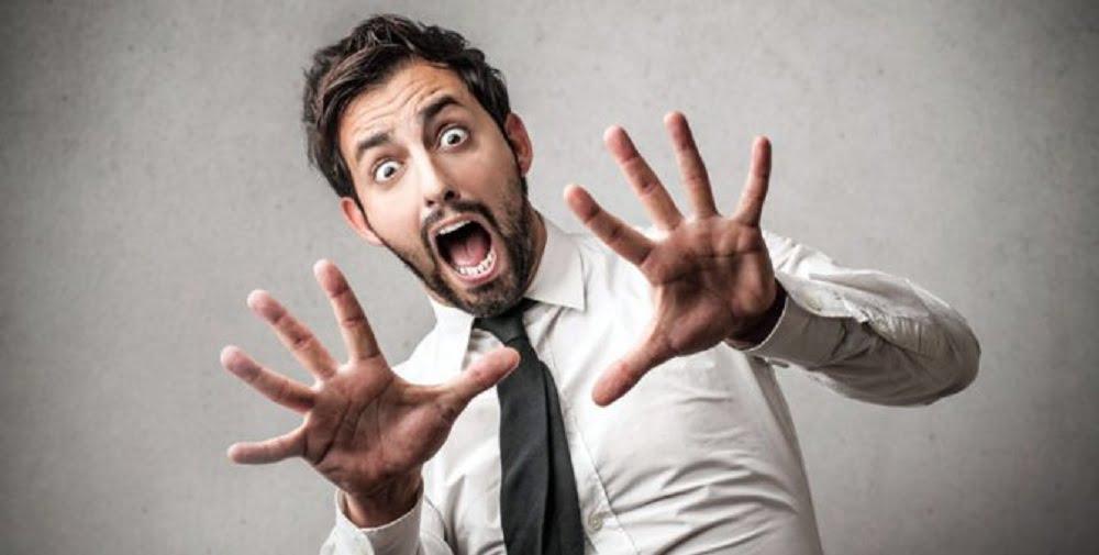 Панические атаки (вегетативные кризисы) ещё называют «беспричинным страхом» или «блуждающим страхом». Опасность этого страха заключается в вероятности развития болезней сердечно-сосудистой системы и суицида.