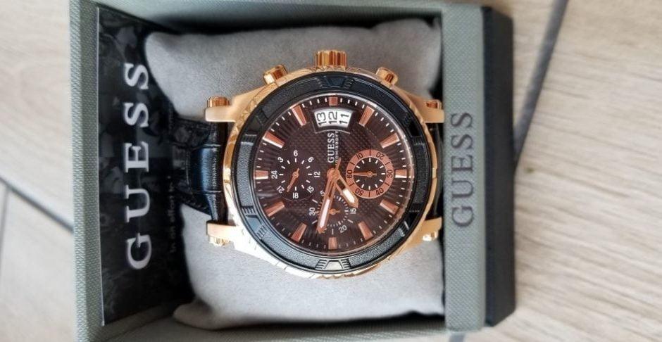 Часы торговой марки Guess