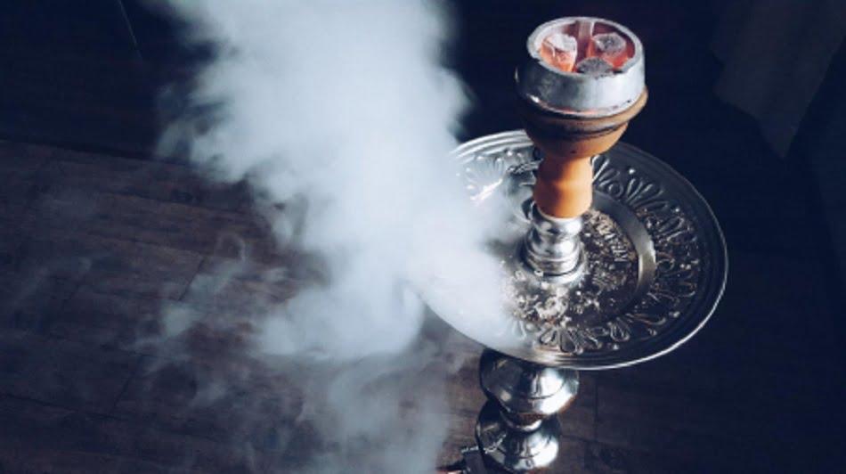 Уникальнейшее устройство для курения – кальян в течении многих столетий был любимейшим курильным приспособлением на Востоке. И хотя никто точно не может сказать, кто является родоначальником кальяна, существует множество гипотез о его происхождении.