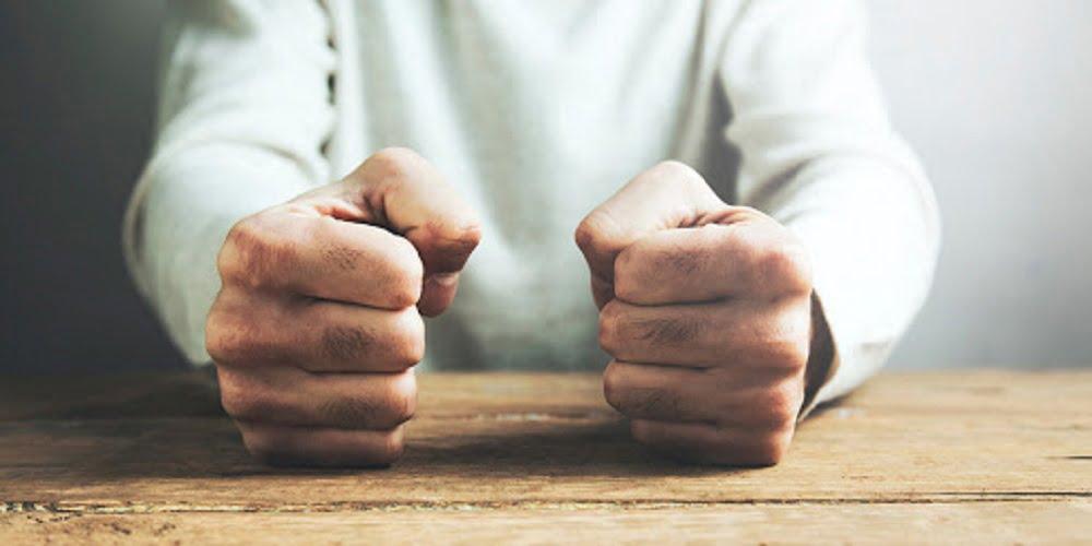 В споре, в момент, когда ты начал чувствовать гнев, ты прекратил бороться за истину, а стал бороться только за себя. Ты не будешь наказан за свой гнев, ты будешь наказан своим гневом .