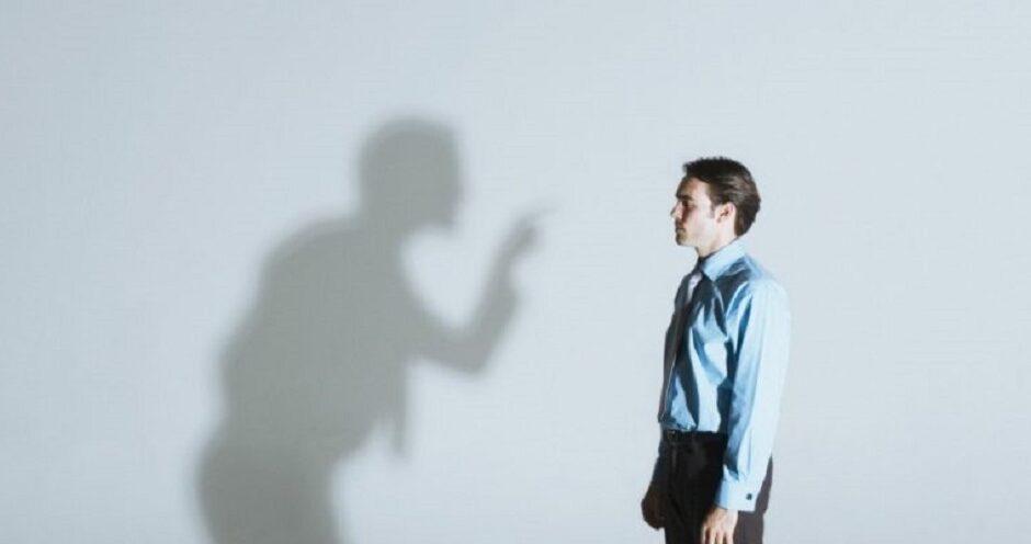 В отношениях невозможно обойтись без недовольства друг другом, однако критика всегда является нападками на личность партнера.
